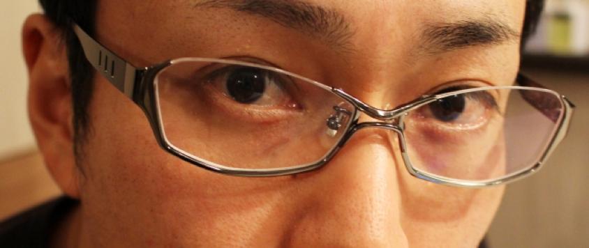 メガネをする男性の画像:目からウロコの耳より情報局