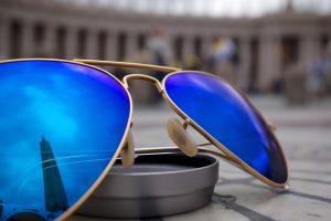 青色サングラスの画像:目からウロコの耳寄り情報局