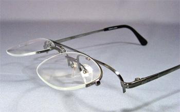 跳ね上げ式メガネの画像:目からウロコの耳より情報局