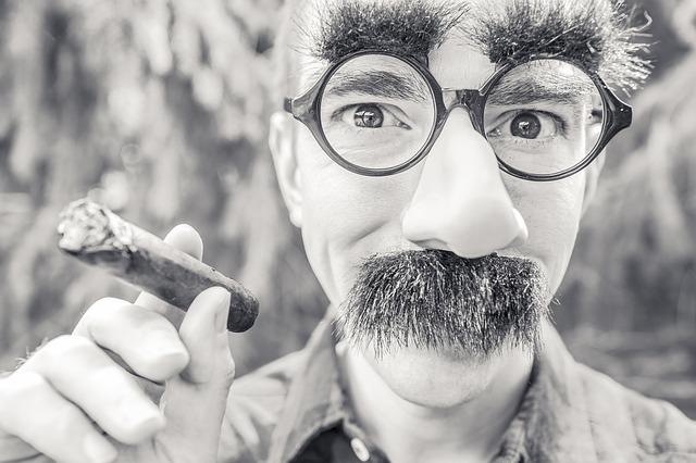 ラウンド型メガネの画像:目からウロコの耳より情報局