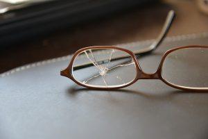 壊れたメガネ:目からウロコの耳寄り情報局